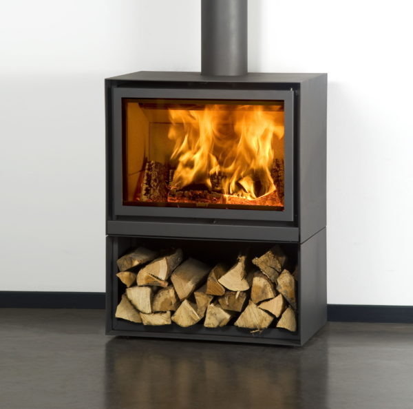 STUV-16 H freestanding stove complete with logstore